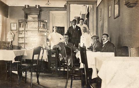 James Thompson i Frederiksbjerg Forsamlingsbygnings restaurant i Aarhus