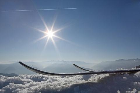 Wintertrend Skitourengehen – Tipps für die Sicherheit im Tiefschnee