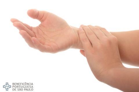 Dores noturnas ou sensibilidade próxima às articulações são sinais de tendinite