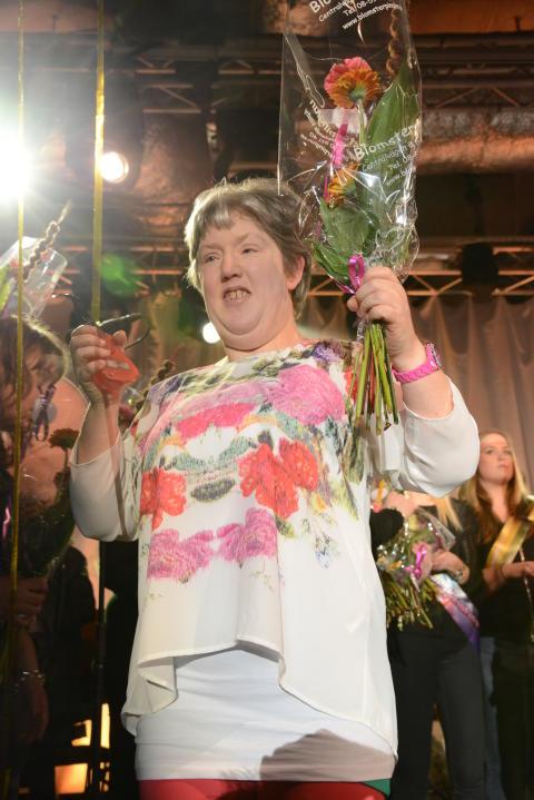 Marie Kjellin från Ekerö på andra plats i Väsby melodifestival 2013