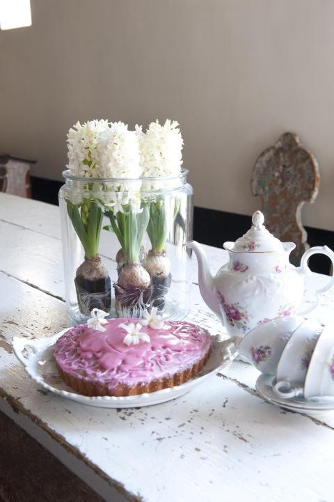 Arrangemang med vit hyacint