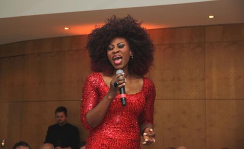 SINFONIMA Adventsmatinée - Sängerin Dorothea Lorene Fletcher