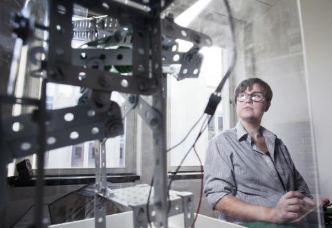 Ellen programmerar elektronik som får folk att le