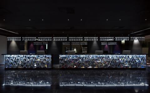 Receptionsdisk i massiv kristall från Orrefors - Clarion Hotel Post