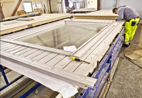 Kan levere alle bygningselementer og konstruksjonspakker med sertifisert trelast