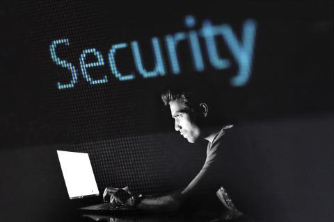 Surfen mit sicherem Gefühl: Deutsche Glasfaser rüstet auf gegen Hacker und Betrüger