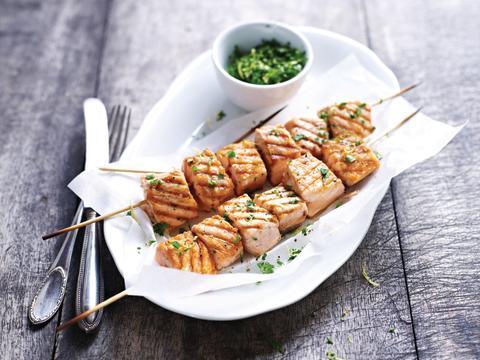 Recette estivale: Brochettes de Saumon de Norvège sur le barbecue