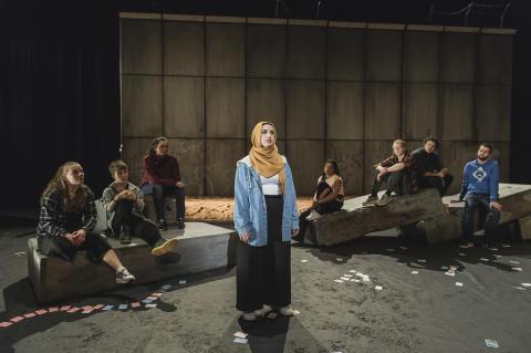 Faten Mahdi Al-Hussaini i front