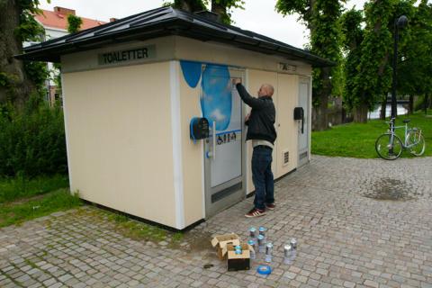Offentliga toaletter i Uddevalla smyckas med graffiti