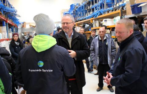 Flygtninge og borgmester var på virksomhedsbesøg hos Forenede Service