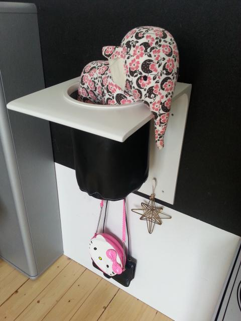 Praktisk förvaringshylla för fotboll, jackor och andra saker