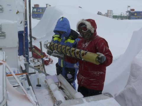 På jakt efter världens äldsta is