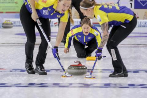 Dubbla svenska segrar i curling-EM