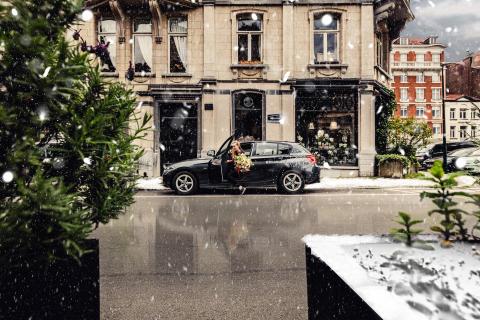 DriveNow_BMW_1Series_Shopping_Snow