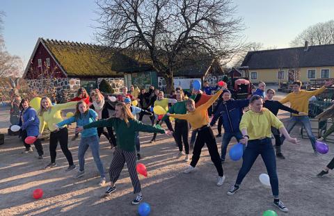 74 nyutexaminerade ungdomar ska skapa magiska gästupplevelser i Skånes Djurpark