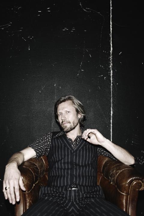 """Den 29 september släpper Carl-Johan Vallgren sin sjunde fullängdare """"Nattbok"""" via Metronome."""