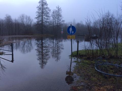 Mycket höga flöden – allmänheten uppmanas vara försiktiga