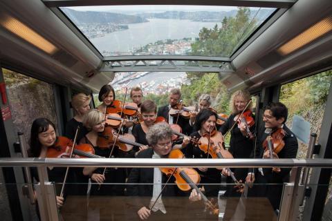 Die Bergen Philharmoniker in der Fløibahn in Bergen