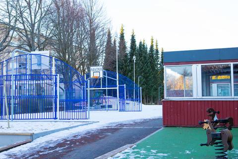 Barnens verbjakt blev inspiration till ny skolgård