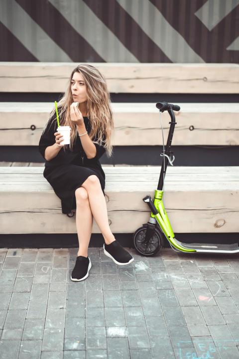 Barmenia bietet neue E-Scooter-Versicherung an