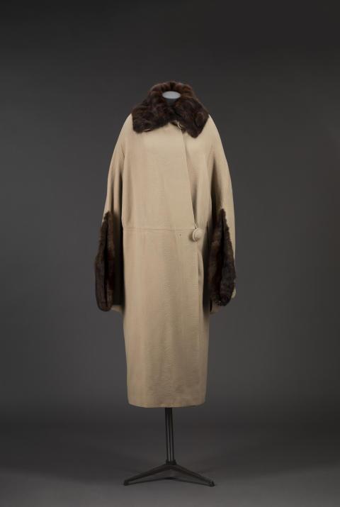 Kappa med cape från NK. 1920-tal.