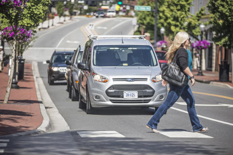 """""""Undercover-Test"""" erforscht Kommunikation zwischen autonomen Fahrzeugen und Fußgängern"""
