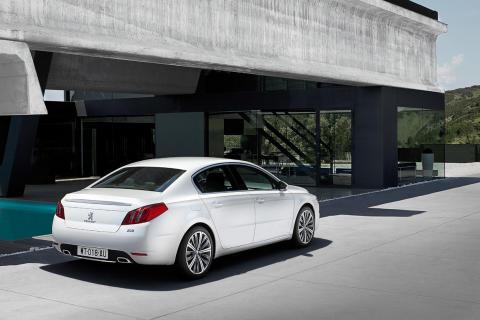 Peugeot 508 Läcker design, fyrhjulsdrift, hybrid och massor med körglädje