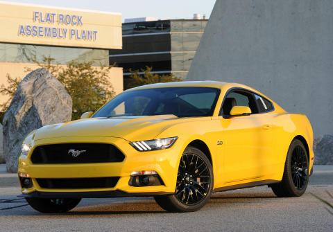 Täysin uuden 2015 Ford Mustangin tuotanto Yhdysvaltain markkinoille on alkanut Fordin Flat Rockin kokoonpanotehtaalla