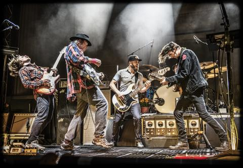 Neil Young + Promise of the Real til Tinderbox