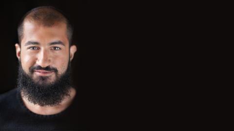 Porträttbild Milad Mohammedi liggande RGB