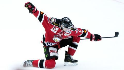 Nils Anderssons kontrakt med Malmö Redhawks förlängs