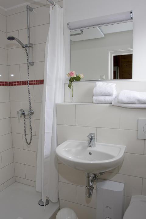 Duschbad Nurdachhaus_credit_Ostsee_Resort_Damp