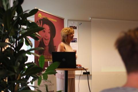 Karin Darlington, Business Sweden, håller i utbildningen Going Global med tillväxtföretag som deltar i inkubationsprocessen på Företagsfabriken