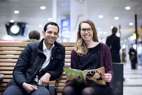 Par läser Kupé