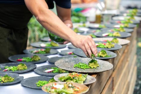 Clarion Hotel Stockholm bjöd in grannskapet till lunch i grönskande trädgård