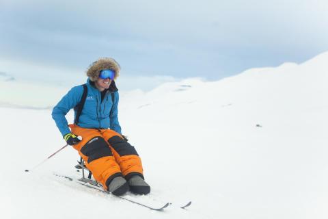 Resurs Bank sponsrar Aron Andersson - på skidor till Sydpolen för Barncancerfonden