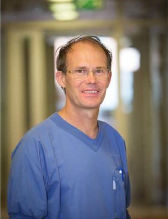 Peter Loogna - Kirurg