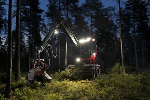 Hella visar hur du jobbar dag fast det är natt på Elmia Wood