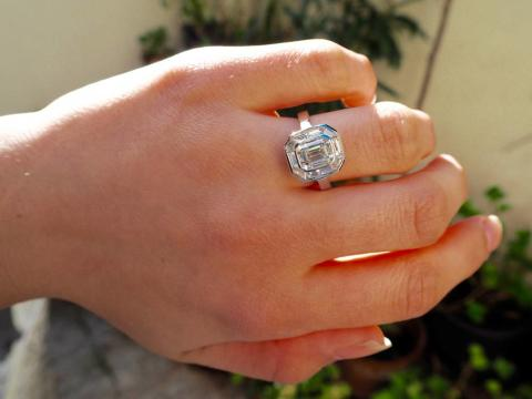 Appeal to trace stolen diamond ring