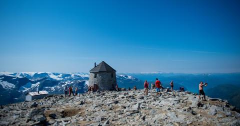 Wandern auf dem Skåla am Nordfjord