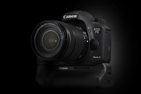 Canon EOS 7D Mark II Beauty 1