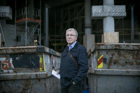 Norsk arbeidsliv blir stadig mørkere. Og vi aksepterer det: Ny bok belyser umenneskelige forhold i norsk arbeidsliv