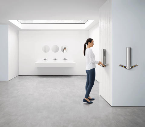 HU03_SIL_019-CMYK-InSitu-Washroom-FrontOn-Skylight-Woman-A4_MIX