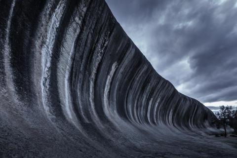 Tom Jacobi, The Wave