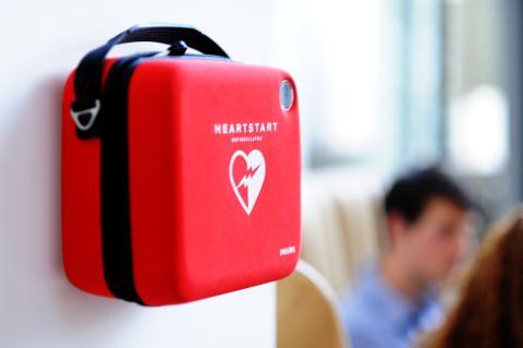 För få hjärtstartare på svenska arbetsplatser