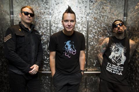 Poppunkbandet Blink-182 klara för Grönan