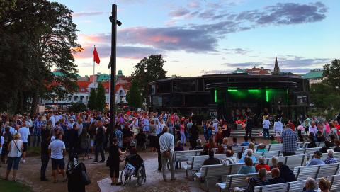 Sju dansanta kvällar med Sommartorsdagarna® 2017
