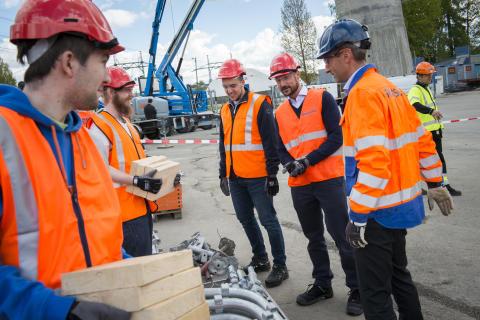 H.K.H. Kronprins Haakon med på introduksjonskurs for ungdom hos SKANSKA.