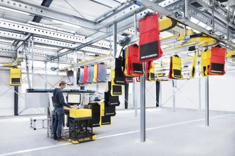 SSI Carrier-systemet optager ikke gulvplads og kan transportere poser eller hængende varer