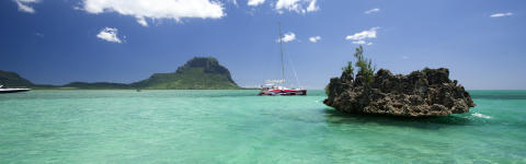 Mauritius_Catamaran vue le Morne ©MTPA_Bamba